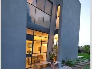Casa Neuman Casas de estilo moderno de Capital Conceptual Moderno
