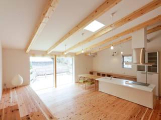 野洲の住宅 モダンデザインの リビング の 奥村幸司建築設計室 モダン