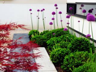 Jardines de estilo  por 山越健造デザインスタジオ Kenzo Yamakoshi Design Studio,