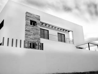 Mohedano Estudio de Arquitectura S.L.P. Terrace house White