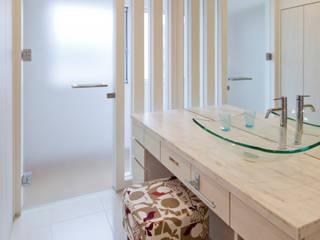 2階洗面 モダンスタイルの お風呂 の 依田英和建築設計舎 モダン
