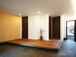 TERAJIMA ARCHITECTS/テラジマアーキテクツ Couloir, entrée, escaliers modernes