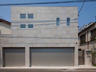 Casas modernas de 依田英和建築設計舎 Moderno