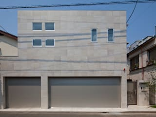 k邸 光庭を回遊し家族の気配が感じられる家 モダンな 家 の 依田英和建築設計舎 モダン