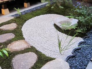 中庭: 有限会社 TEAMWORKSが手掛けた庭です。