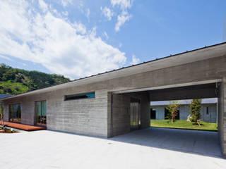 AH2 モダンな 家 の 依田英和建築設計舎 モダン