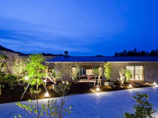 ファサード夜景: 依田英和建築設計舎が手掛けた家です。