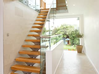 Contemporary Home, Bude, Cornwall The Bazeley Partnership Modern corridor, hallway & stairs