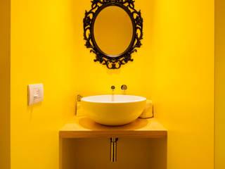 Salle de bain de style de style Minimaliste par 23bassi studio di architettura