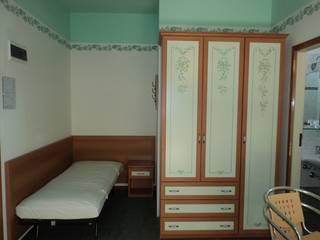 Modello Paris - hotel Montanari -:  in stile  di Mobilificio Mancini Atler