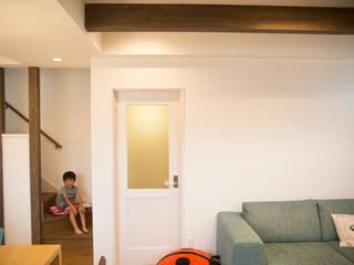 MZ-House: ADS一級建築士事務所が手掛けたリビングです。