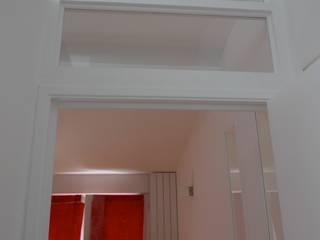 Loft de 70 m2 à Paris 12: Couloir et hall d'entrée de style  par pillonel lacoste