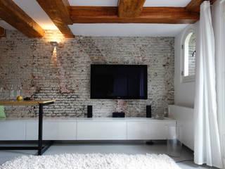 Phòng khách phong cách tối giản bởi De Ontwerpdivisie Tối giản