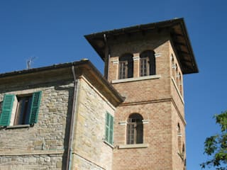 Vendesi meravigliosa proprietà rurale nelle Marche: Giardino in stile In stile Country di Appennino Casa