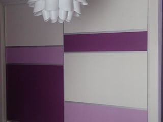 Armario lacado combinación de colores:  de estilo  de Muebles Ebanos