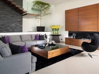 Modern living room by GLR Arquitectos Modern