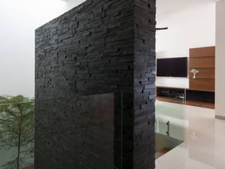 Ingresso, Corridoio & Scale in stile moderno di GLR Arquitectos Moderno