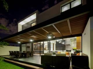 Casa GM Balcones y terrazas modernos de GLR Arquitectos Moderno