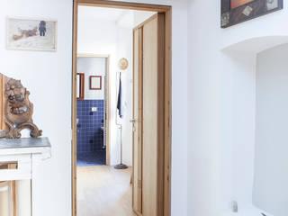 studio verso camera da letto: Studio in stile  di Giovanna Cavalli Architetto