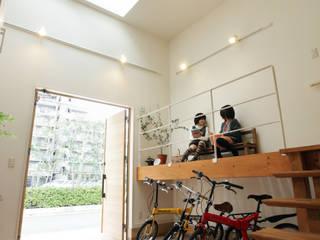 エントランスハウスシックな家 モダンスタイルの 玄関&廊下&階段 の 有限会社タクト設計事務所 モダン