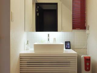 Modern bathroom by 有限会社タクト設計事務所 Modern