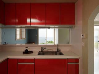 プロバンス風住宅(富津): 有限会社タクト設計事務所が手掛けたキッチンです。