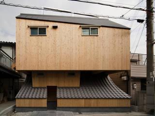 โดย 一級建築士事務所 東島鋭建築設計工房 ผสมผสาน