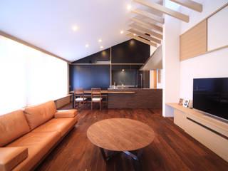 现代客厅設計點子、靈感 & 圖片 根據 MA設計室 現代風