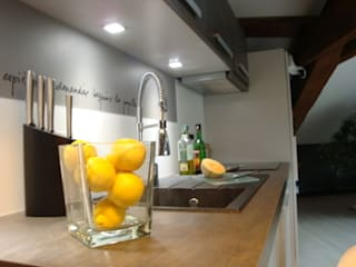 réalisation des combles Cuisine classique par SAS Marion Christ Agencement Design et Decoration Classique
