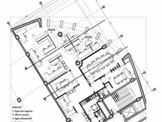 Plan de la disposition des espaces: Bureaux de style  par Marie GHAMARYARI