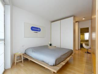 Camera da letto.: Camera da letto in stile in stile Moderno di ROBERTA DANISI ARCHITETTO