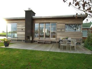 Recreatiewoning Zwanburgerpolder:  Huizen door OX architecten, Modern