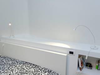 Dormitorios de estilo moderno de ROBERTA DANISI ARCHITETTO Moderno