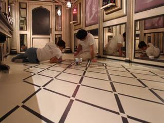 decorazione per un pavimento ligneo in un contesto commerciale:  in stile  di Freedeko