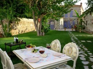Back Garden Jardin classique par LOLA 38 Hotel Classique