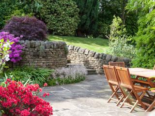 Retaining walls and steps Barnes Walker Ltd Jardines de estilo rústico