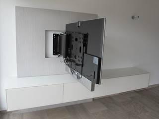 Salas multimedia de estilo  por Hammer & Margrander Interior GmbH