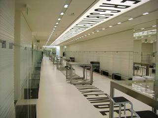 DIRK BIKKEMBERGS showroom: Allestimenti fieristici in stile  di ARTEDIL ARREDAMENTI
