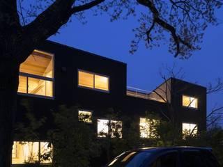大府の二世帯住宅: 株式会社FAR EAST [ファーイースト]が手掛けた家です。