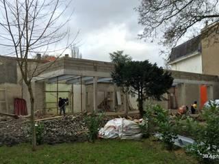 Chantier - La volumétrie finale révélée dans son site.:  de style  par 3B Architecture