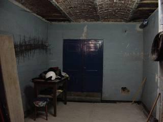 Zona de salón, antes:  de estilo  de Aram interiors