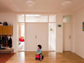 Kindergarten Modernisierungen und Erweiterungen Moderner Flur, Diele & Treppenhaus von Schenning-Architekten Modern