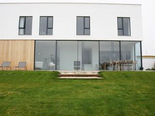 Aluminium Windows:  Garden by IQ Aluminium