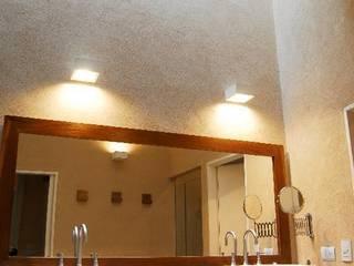 baño: Baños de estilo  por Parrado Arquitectura