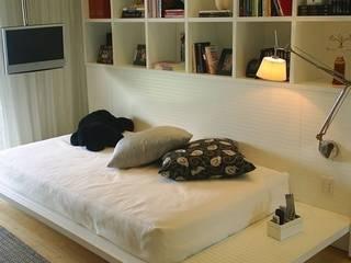 modern  by Flavia Lucas & Adriana Esteves  - Arquitetura, Modern