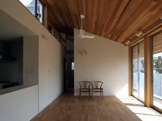 大府の二世帯住宅 オリジナルデザインの リビング の 株式会社FAR EAST [ファーイースト] オリジナル