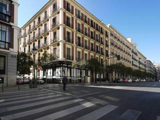 Bárbara de Braganza 8, Madrid. Rehabilitación de edificio para 9 viviendas y garaje robotizado de AURIANOVA ARQUITECTOS Clásico