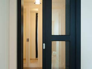 두아이를 위한 특별한 트윈벙커 다락방 인테리어 : 퍼스트애비뉴의  창문