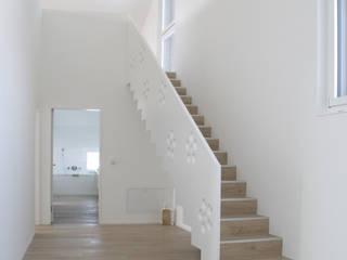 Einfamilienhaus Benken:  Flur & Diele von Fäh Architektur