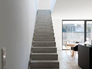 Couloir et hall d'entrée de style  par gramming rosenmüller architekten